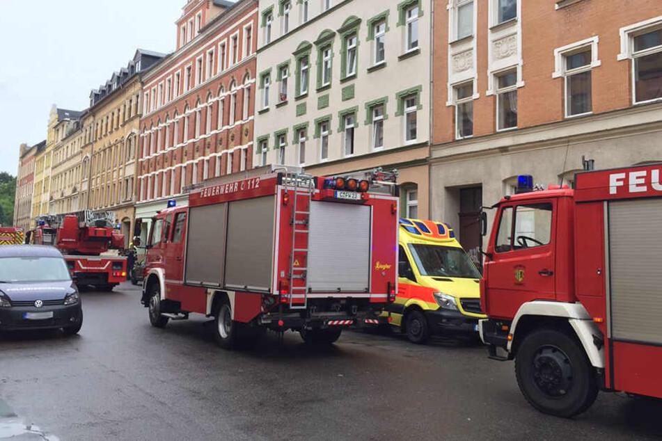 Feuerwehr und Rettungsdienst rückten in der Sonnenstraße an, da war die größte Gefahr aber schon gebannt.
