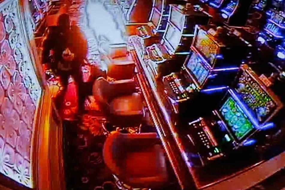 Im Casinobereich des Hotels legte der Mann das Feuer.