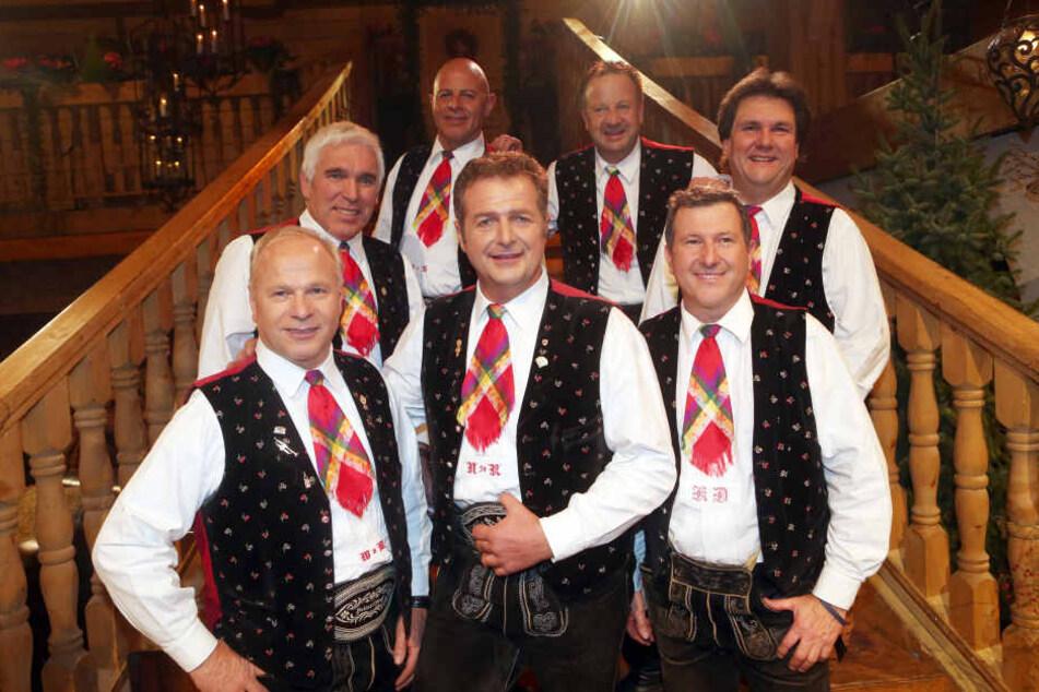 Die Kastelruther Spatzen um Frontmann Norbert Rier (unten Mitte) wurden 1975 in Kastelruth (Südtirol, Italien) gegründet.