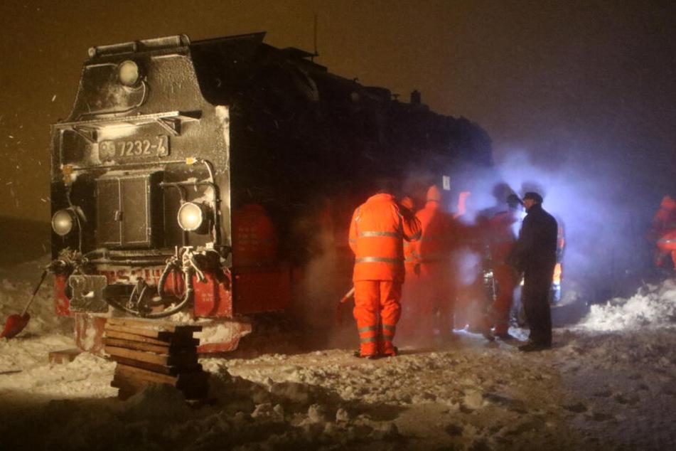 Am Samstag hat sich schon wieder eine Brockenbahn auf Mitteldeutschlands höchstem Berg im Schnee festgefahren.