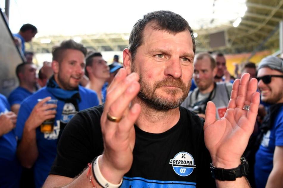 Steffen Baumgart lief nach Spielschluss zu den Fans.