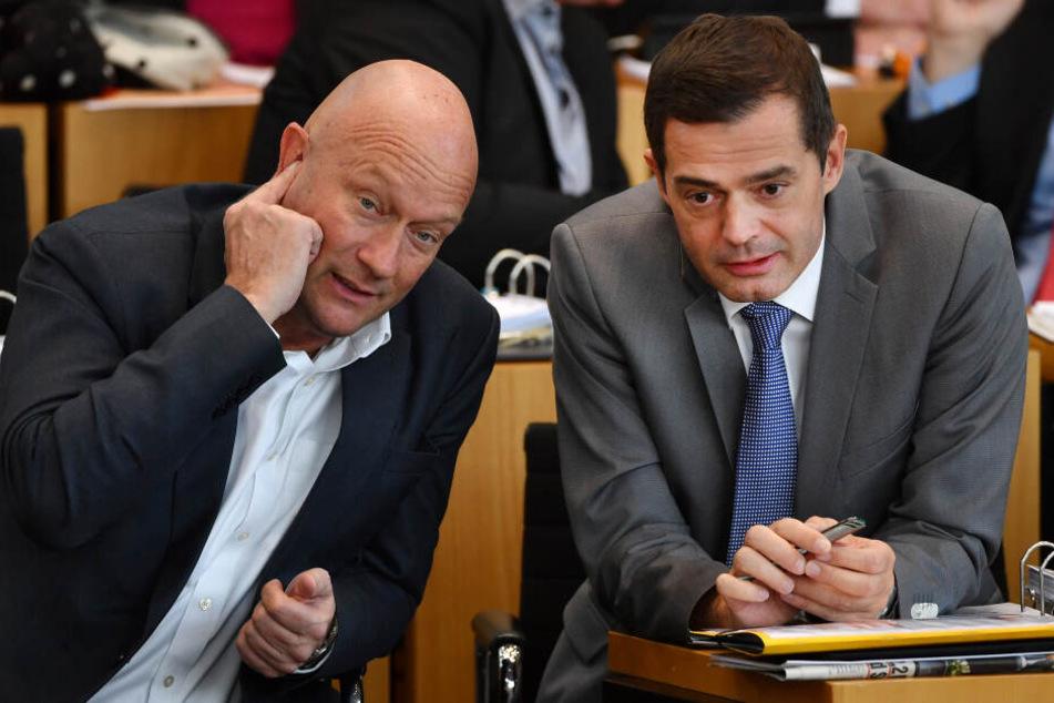 Mike Mohring (re.) hatte nach der Wahl von Thomas Kemmerich (li.) seinen Rückzug aus der CDU-Landesspitze erklärt.