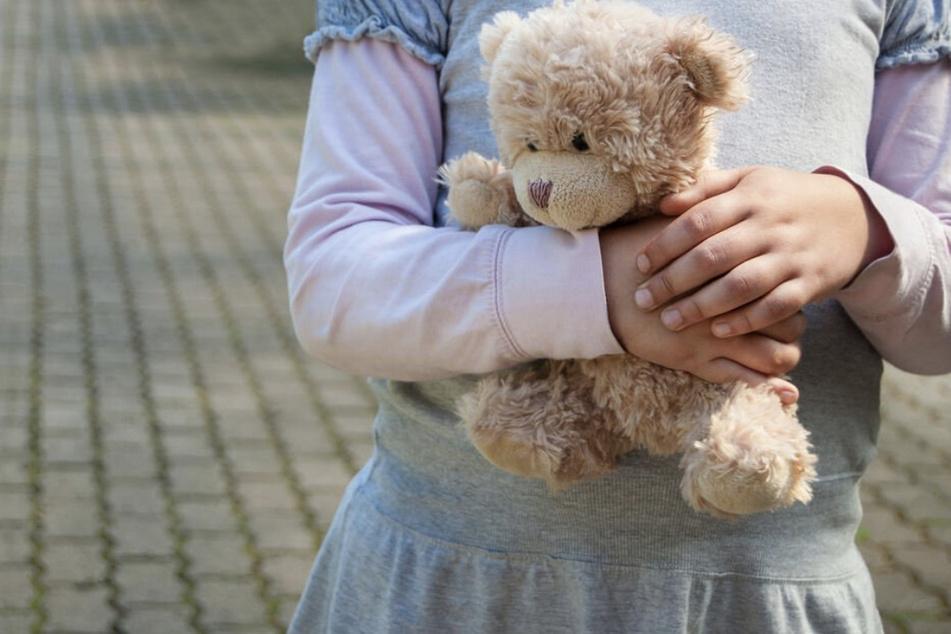 Mann (67) will sich an zwei Kindern vergehen, dann landet er in Psychiatrie