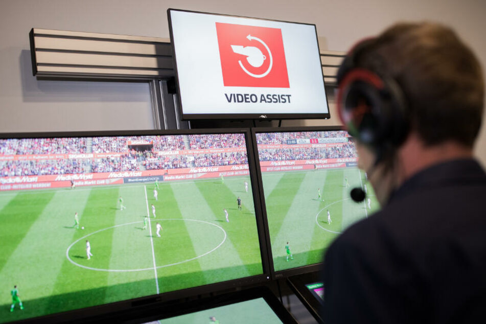Gibt es seit dieser Saison in der Bundesliga: den Videobeweis. (Symbolbild)