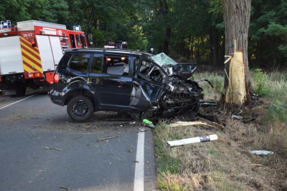 VW kommt von der Straße ab: 57-Jähriger stirbt bei Unfall