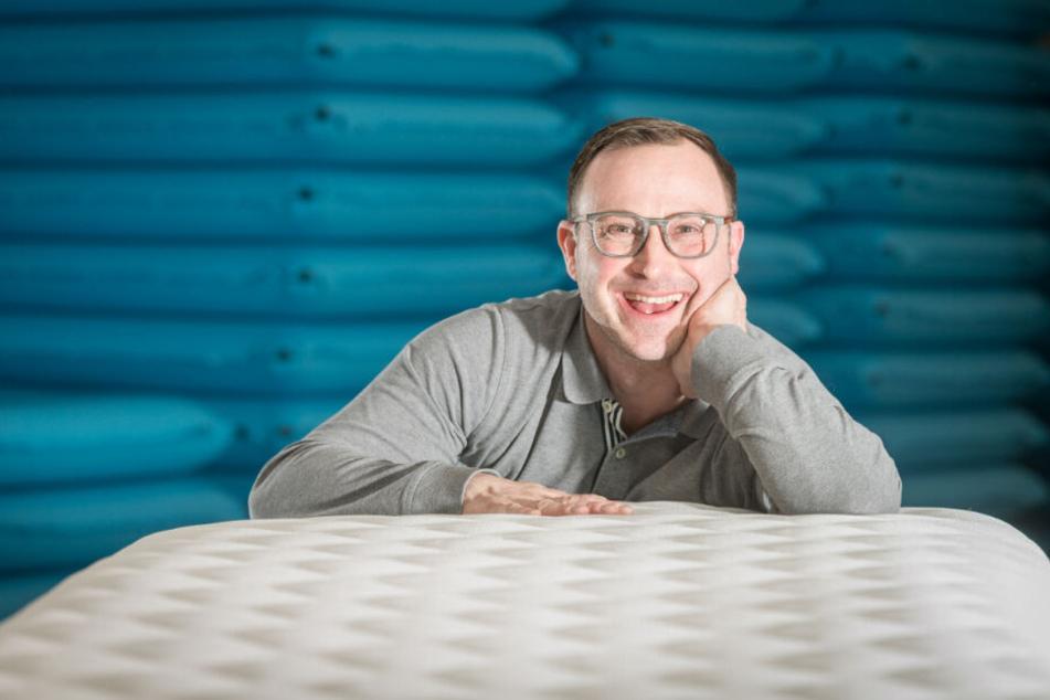 """Erfinder Kay Steinbach (48) gibt auf seine """"Soulmat"""" 25 Jahre Garantie. Wie das funktioniert, erklärt er jetzt bei ProSieben."""