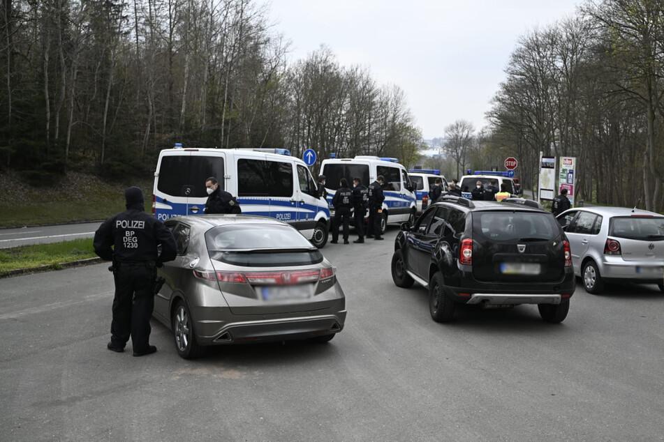 Die Polizei in Plauen kontrolliert Autos.