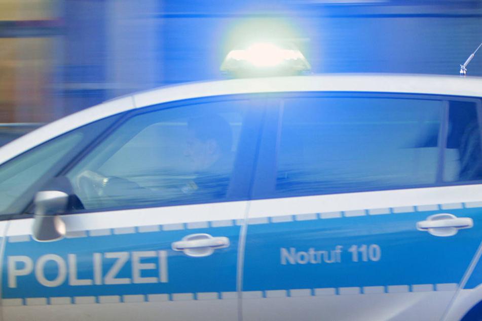 Ein 31-Jähriger verursachte unangeschnallt, unter Drogen und ohne Führerschein auf der A38 einen Unfall (Symbolbild).