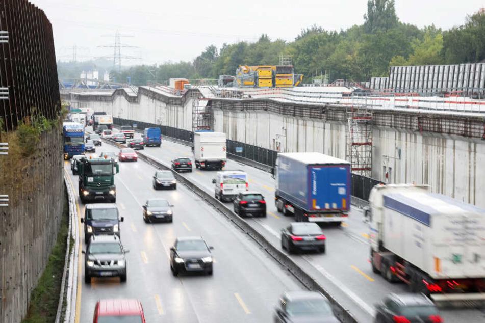 Auf der Autobahn 7 in Hamburg wird seit längerer Zeit gebaut. Damit soll es noch Jahre weitergehen.