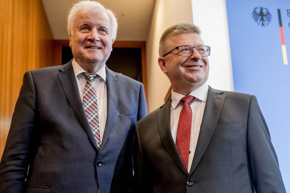 Auf einer Pressekonferenz stellte Horst Seehofer Thomas Haldenwang als neuen Verfassungsschutz-Präsident vor.