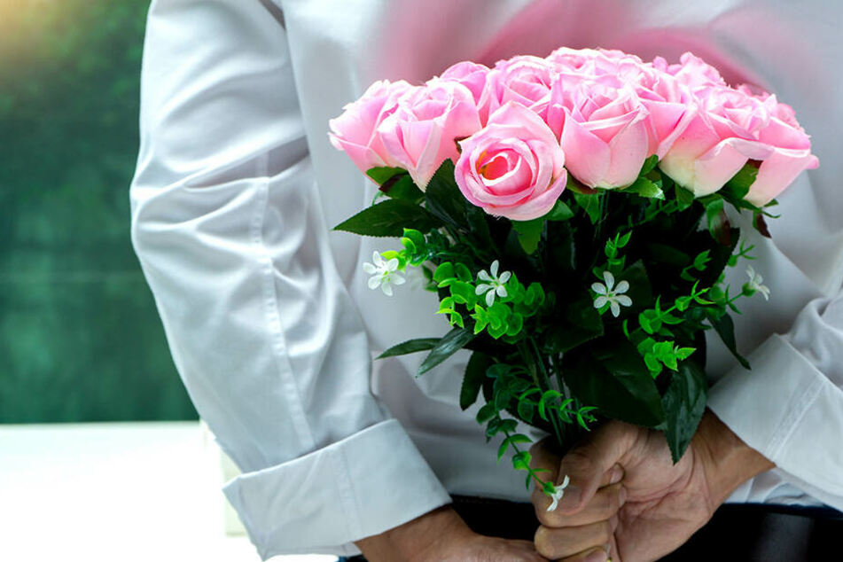 Der Mann durfte die Rose noch übergeben, dann bekam er einen Platzverweis erteilt. (Symbolbild)