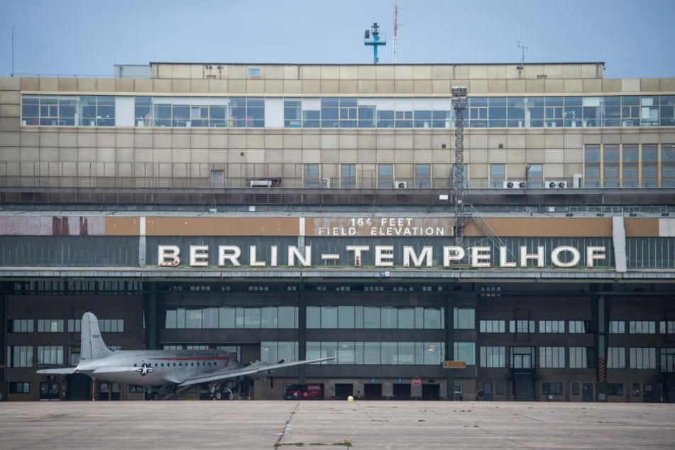 Es sollen keine Flüchtlinge mehr im Gebäude des ehemaligen Flughafens untergebracht werden (Symbolbild).