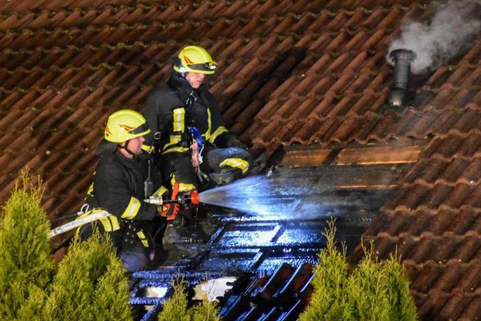 55 Feuerwehrmänner waren bei den schwierigen Löscharbeiten im Einsatz.