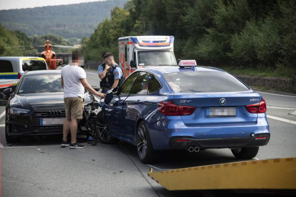 Die Autoinsassen wurden leicht verletzt.