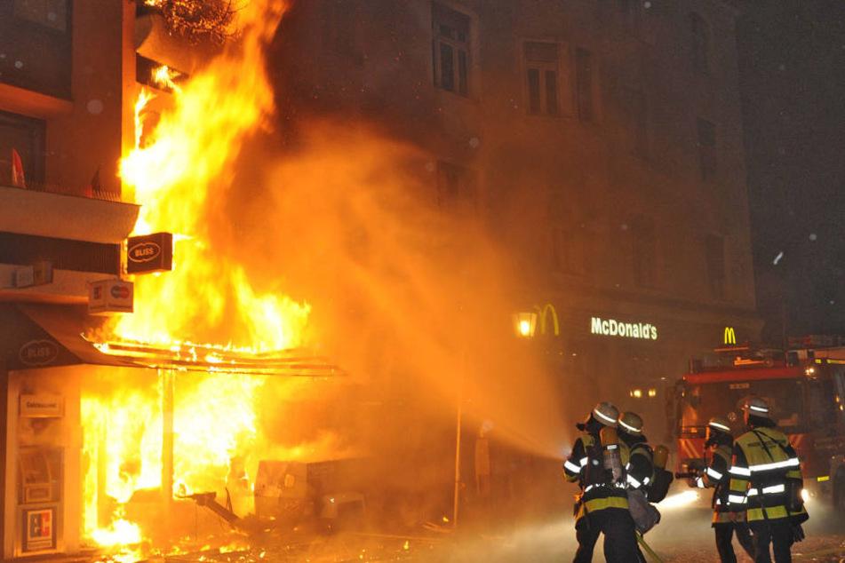 Eine Boutique brannte nach der Sprengung 2012 völlig aus. (Archivbild)