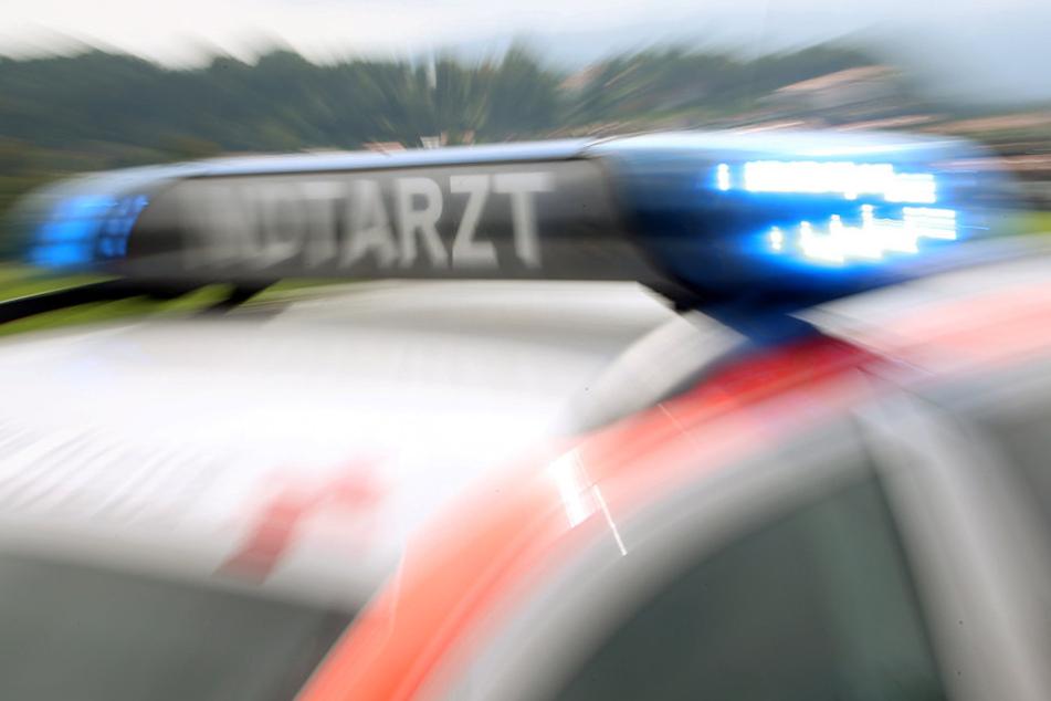 Der Beifahrer (27) des Autos erlitt durch den Aufprall schwere Verletzungen.