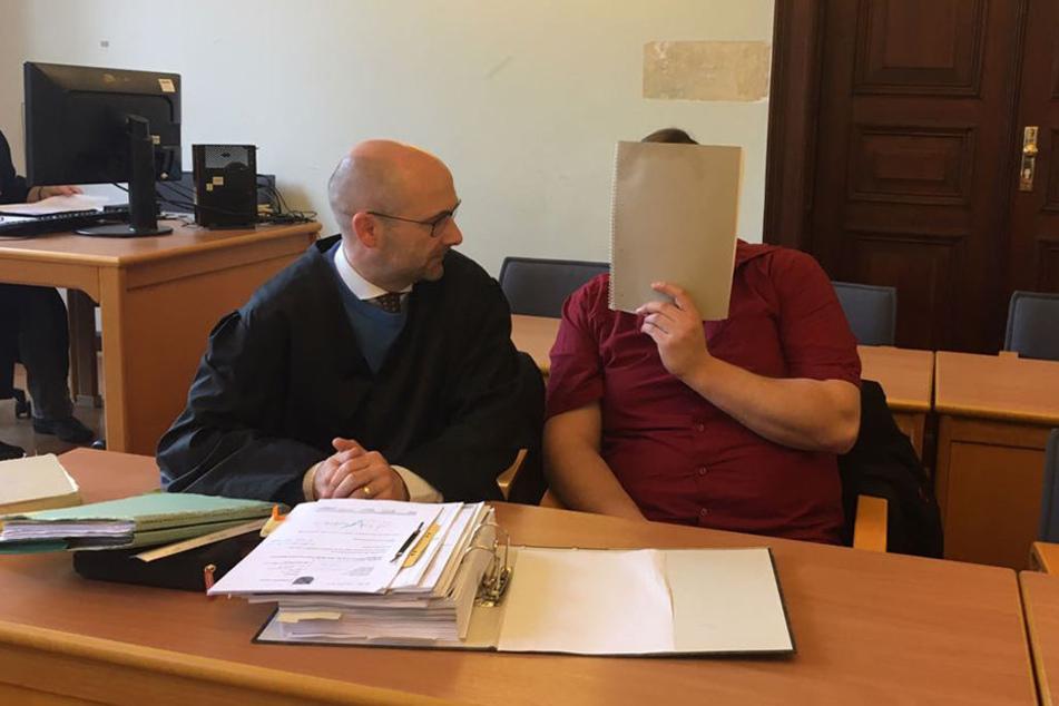 Andy K. (29, rechts) mit seinem Rechtsanwalt Ingo Stolzenburg.