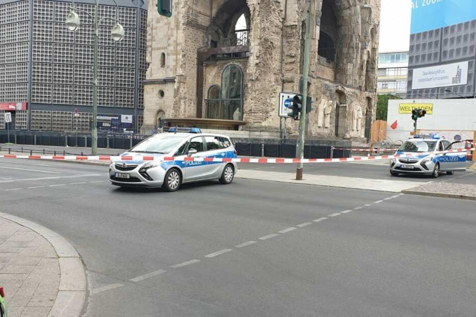 Die Polizei hat einen großen Bereich um den Berliner Breitscheidplatz gesperrt.