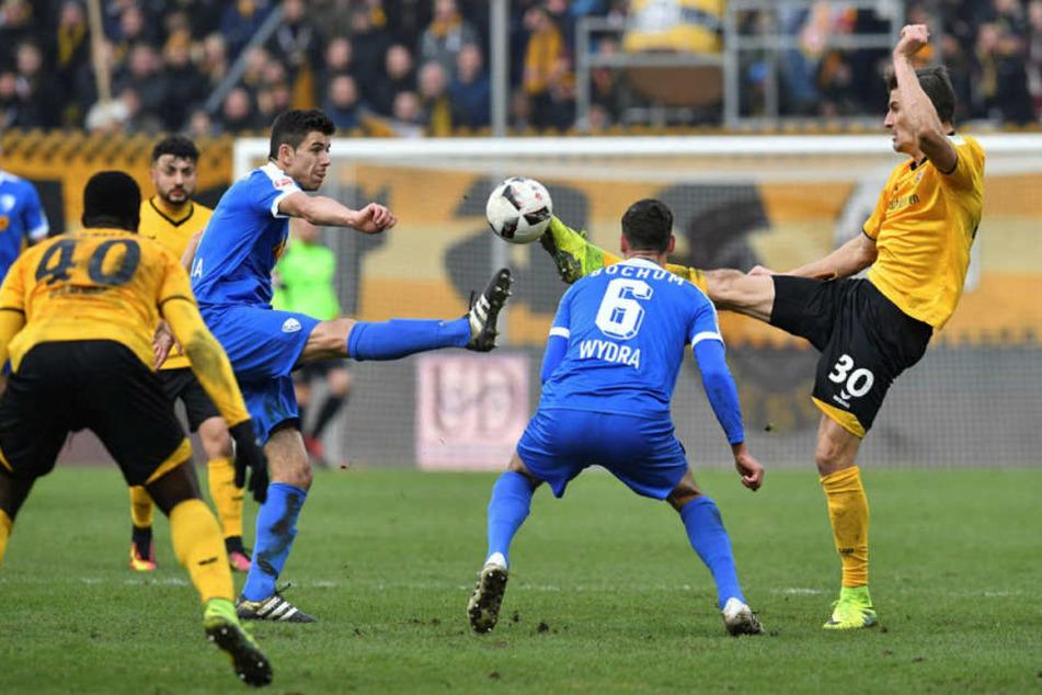 Bitter! Erst führten die schwarz-gelben 2:0, dann kassierten sie vier Tore von Bochum.