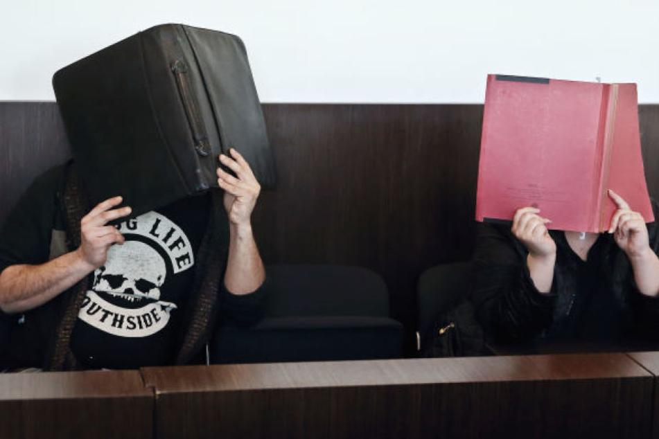 Die Eltern an einem der Prozesstage.