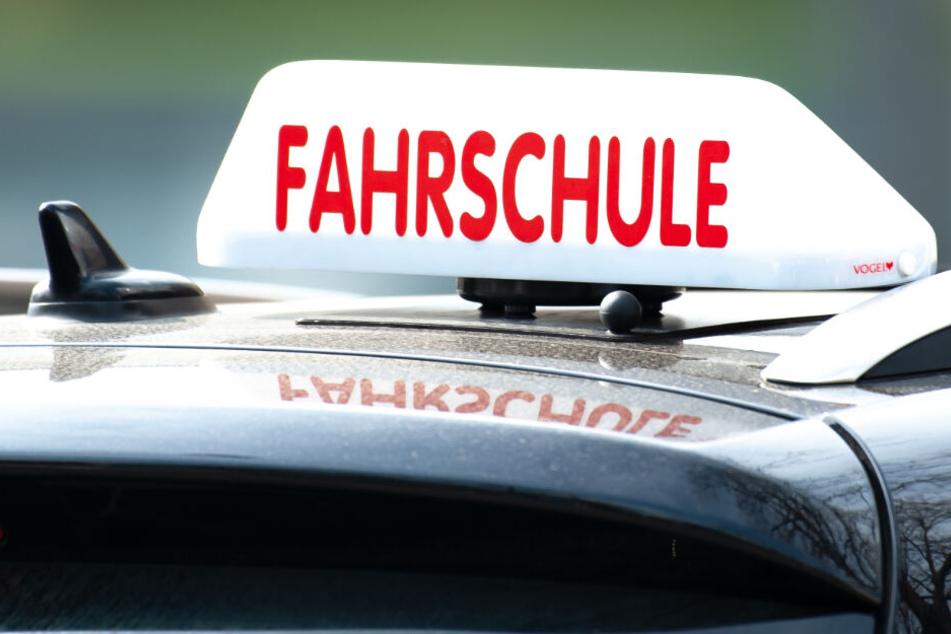 Ein Fahrlehrer alarmierte die Polizei (Symbolfoto).