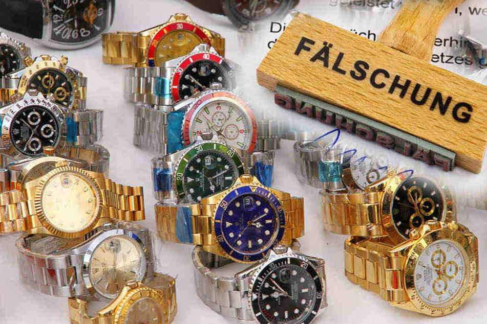 Den Zöllnern gingen jede Menge gefälschte Uhren ins Netz. (Symbolbild)