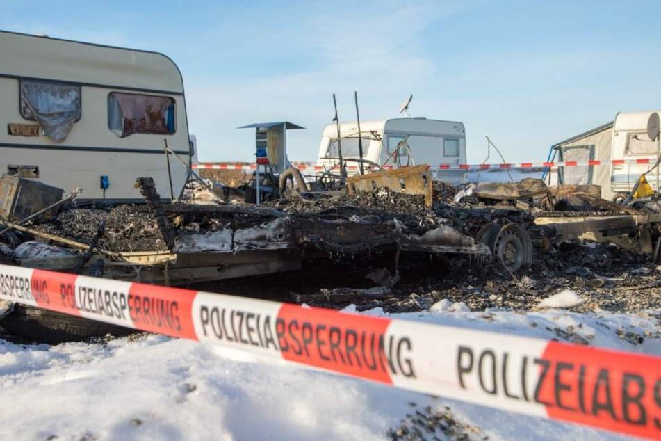 Mehrere Wohnwagen auf Campingplatz im Erzgebirge abgefackelt