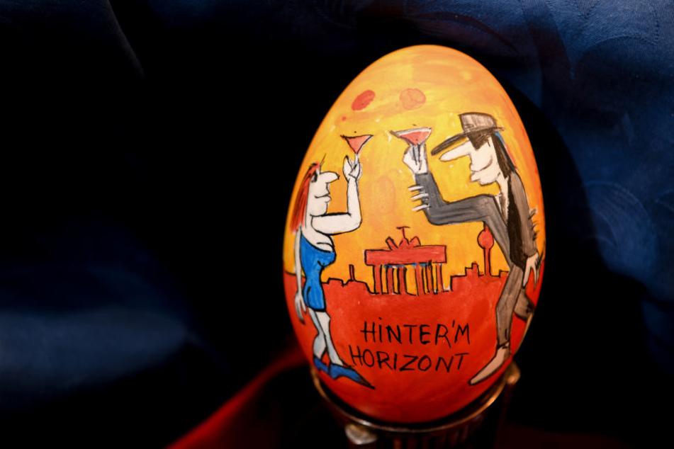 Das Udo-Lindenberg-Ei ist eines der ausgestellten Kunstwerke.