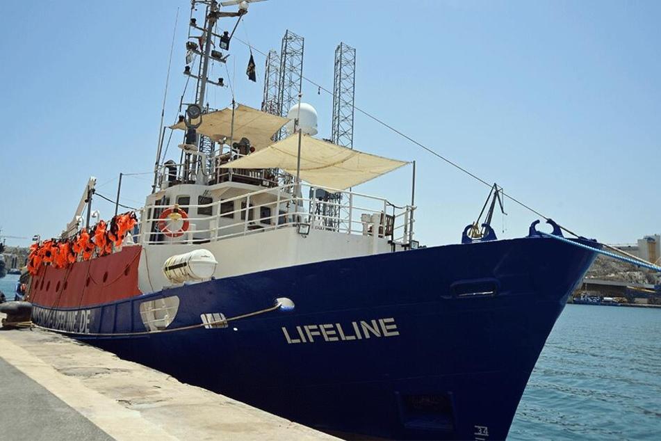 """Das deutsche Seenotrettungsschiff """"Lifeline""""."""