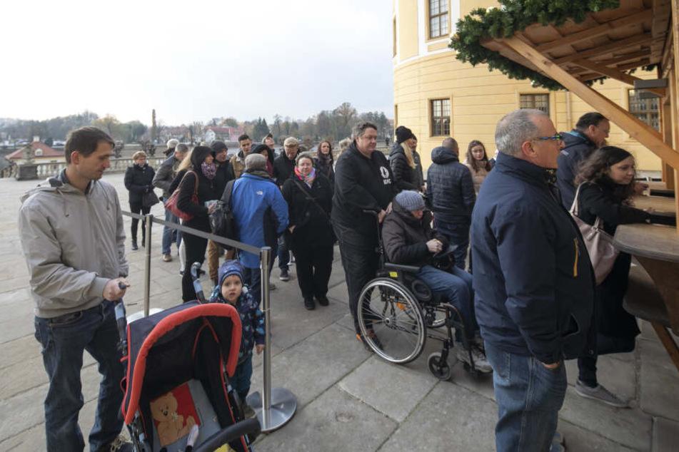 Andrang herrschte gestern Vormittag am Besucherservice. Viele sicherten sich Zeitkarten für die Wochenenden im Advent und die Feiertage.