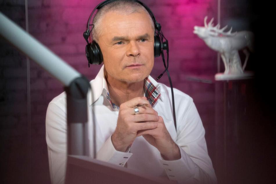"""Der WDR-Moderator Jürgen Domian bei der letzten Sendung von """"Domian"""" am 17.12.2016 im Studio in Köln."""