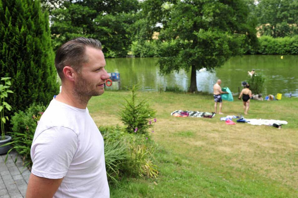 Er passt auf seine Badegäste auf: Frank Buschbeck (38), Betreiber des Naturbads Niederwiesa.