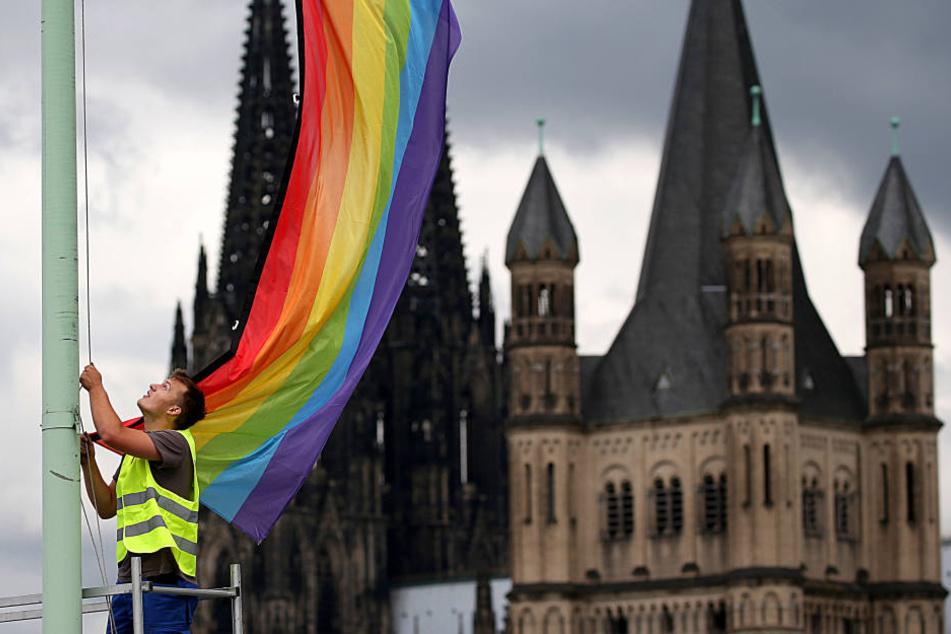 In Köln wurden seit Oktober 2017 91 neue Homo-Ehren geschlossen und 553 eingetragene Lebenspartnerschaften in Ehen umgewandelt.