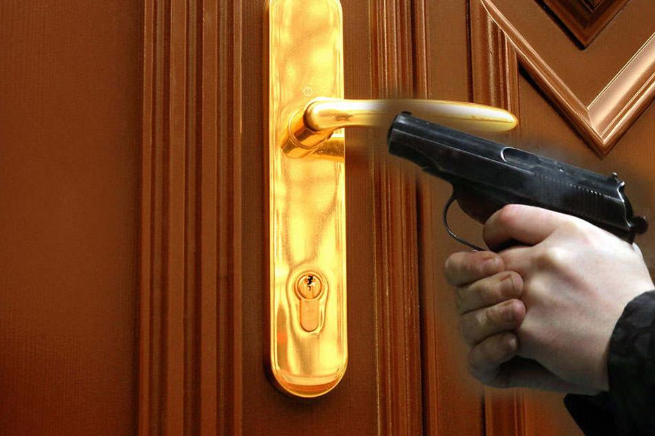 In Karlsruhe schoss ein Mann durch die Haustür auf seine eigene Familie. Jetzt muss er für viereinhalb Jahres ins Gefängnis.