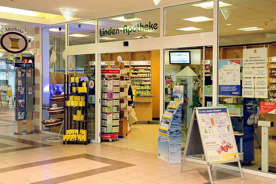 Die Linden-Apotheke in Grimma-Süd. Hier konnte man bis vor kurzem zum Pillenkauf zusätzlich noch Geld abheben.