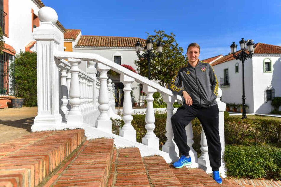 Marco Hartmann in der Anlage des Dresdner Mannschaftshotels in Guadalmina. Der Kapitän der Schwarz-Gelben freut sich, dass es morgen endlich wieder nach Hause geht.