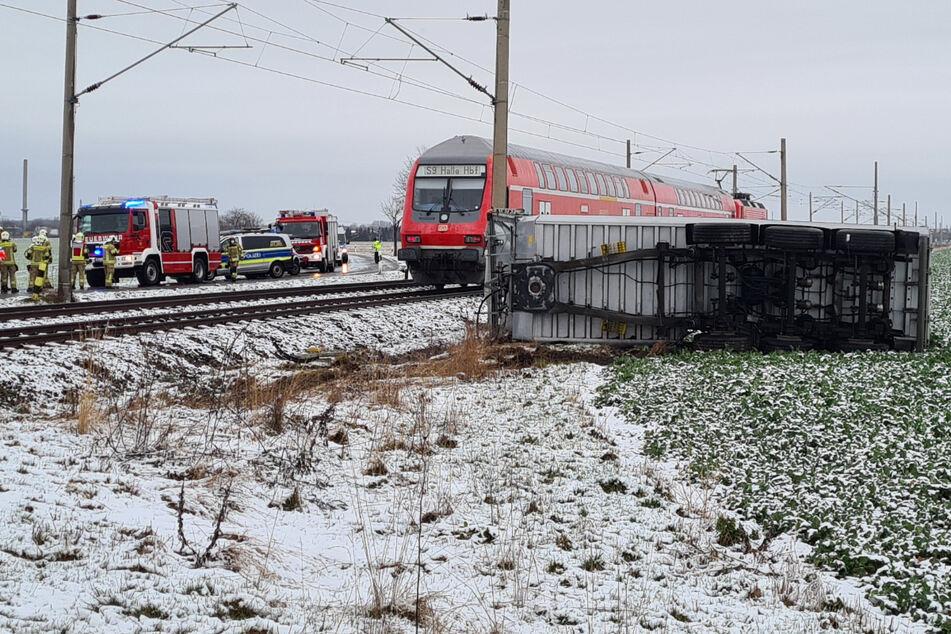 S-Bahn erfasst Lastwagen: Vier Verletzte nahe Leipzig