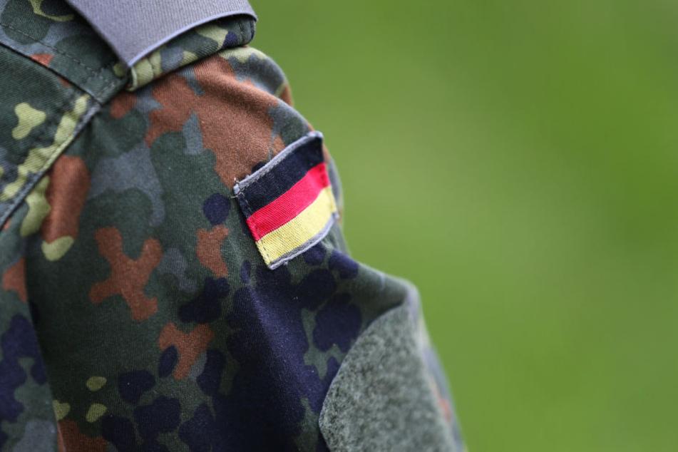 Bei der Bundeswehr ahnte anscheinend niemand, in welchen Kreisen der 28-Jährige verkehrte, (Symbolbild)