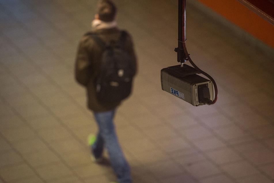 Gegen Kriminalität! Polizei überwacht öffentliche Bereiche mit Videokameras