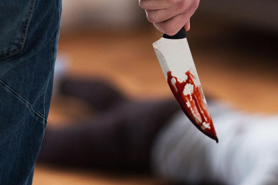 Ein Mann soll auf einer Silvesterparty in Bayern einen 48-Jährigen mit einem Messer getötet haben (Symbolbild).