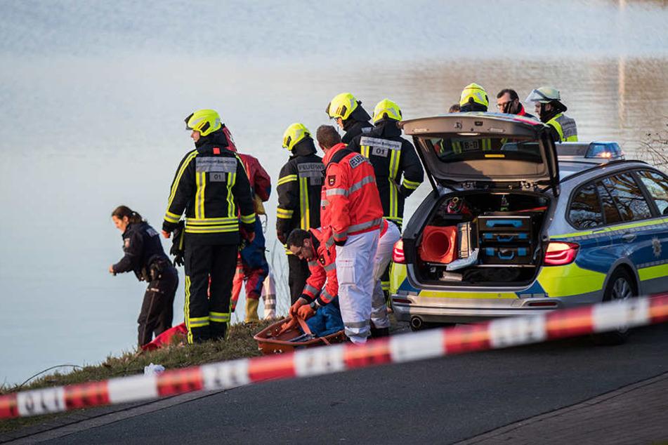 Mehrere Wagen der Polizei und der Feuerwehr waren im Einsatz.