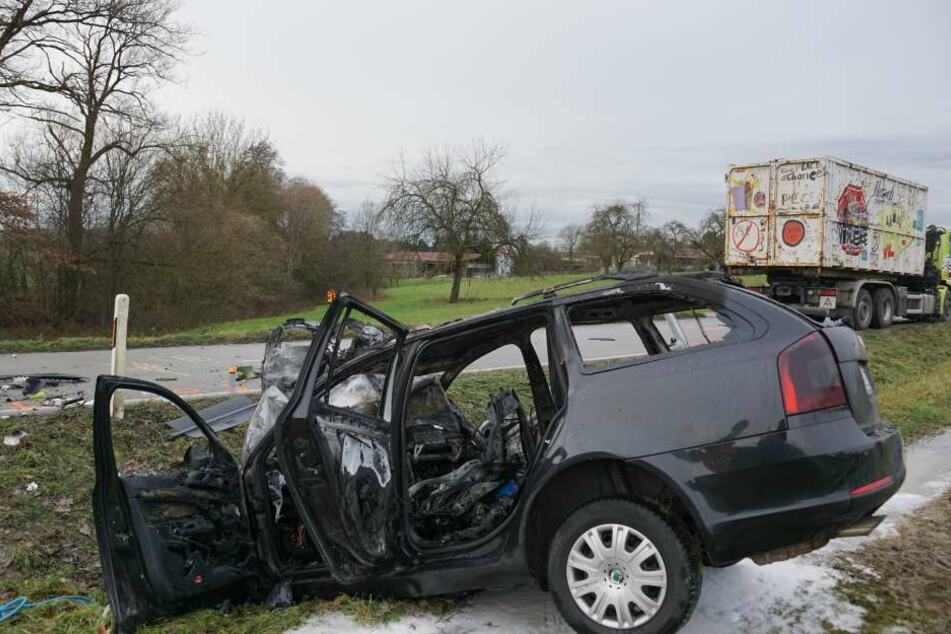 Heftiger Crash mit Lkw: 63-Jährige stirbt an Unfallort