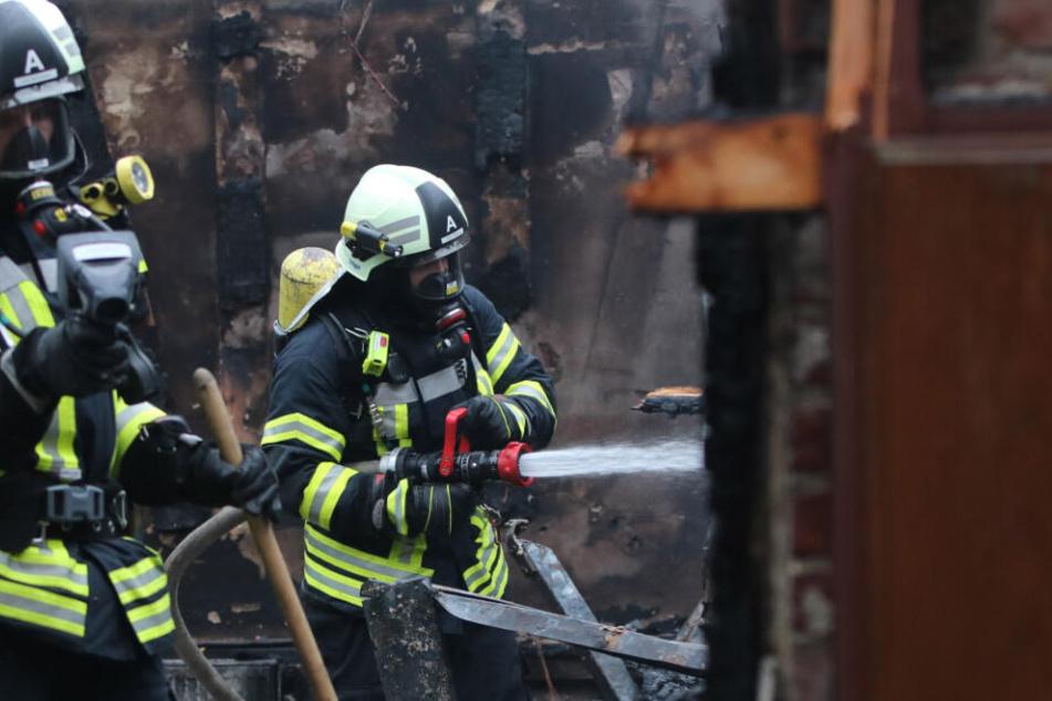 Am Bauernhaus entstand einen hoher Schaden, Teil des Gebäudes sind unbewohnbar. (Symbolbild)