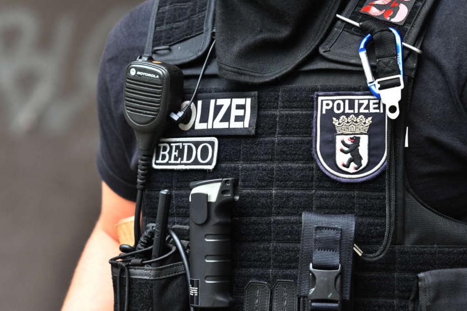 In der Silvesternacht wurden Beamte der Berliner Polizei mit Böllern attackiert (Symbolbild).