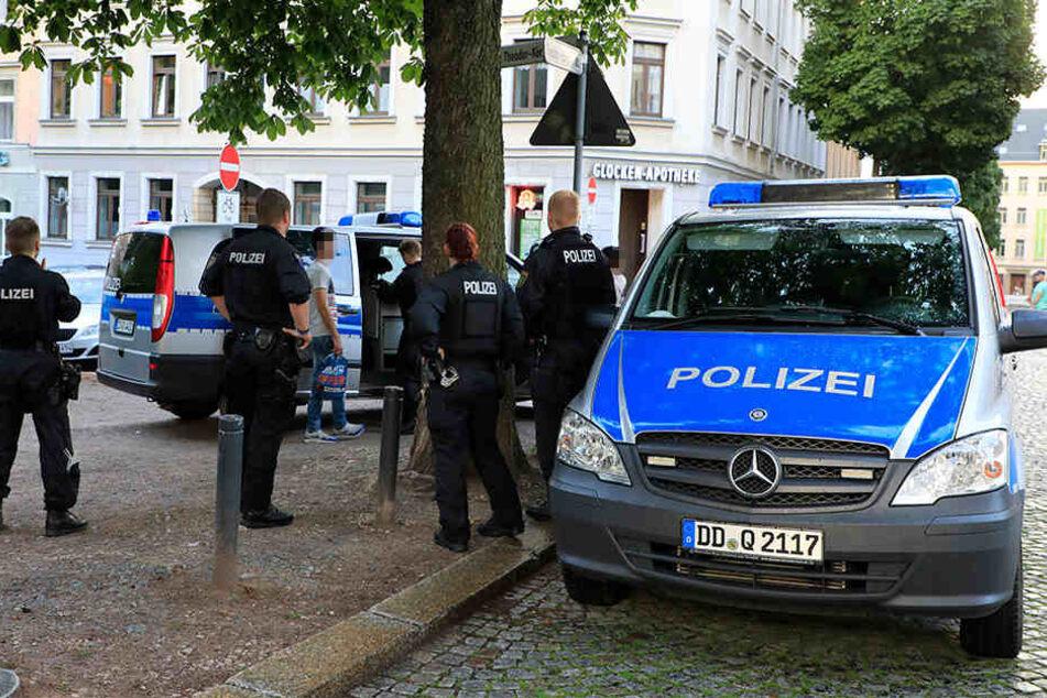 Am Theodor-Körner-Platz kontrollierten die Beamten mehrere junge Menschen.
