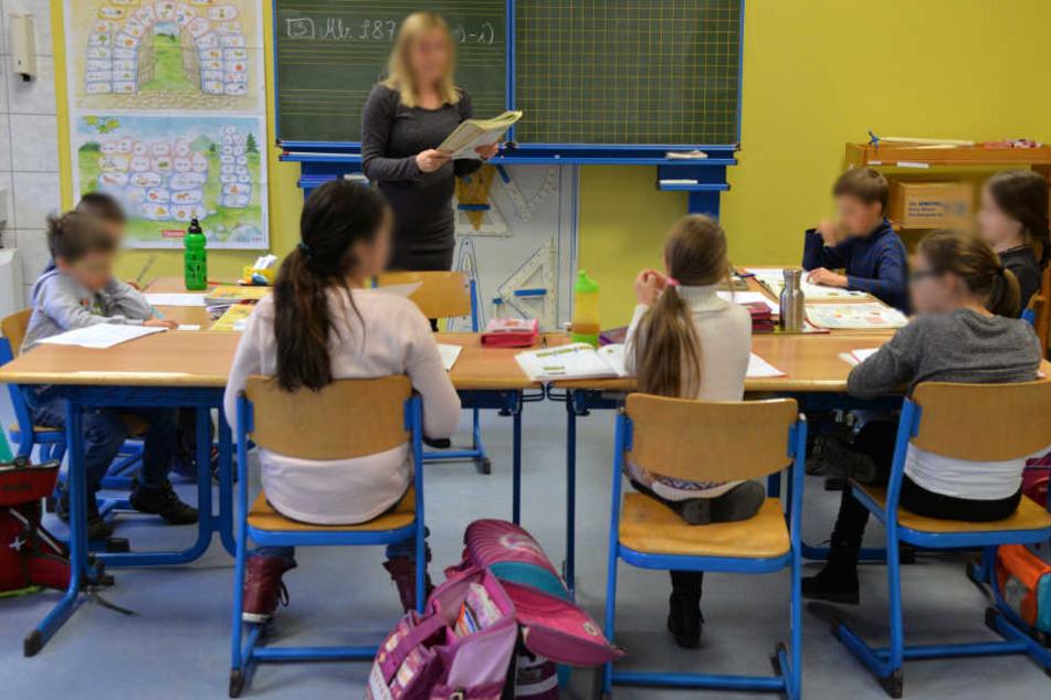 Der Schüler soll laut Angaben der Klassenlehrerin und Kollegen bereits zuvor auffällig reagiert haben. (Symbolbild)