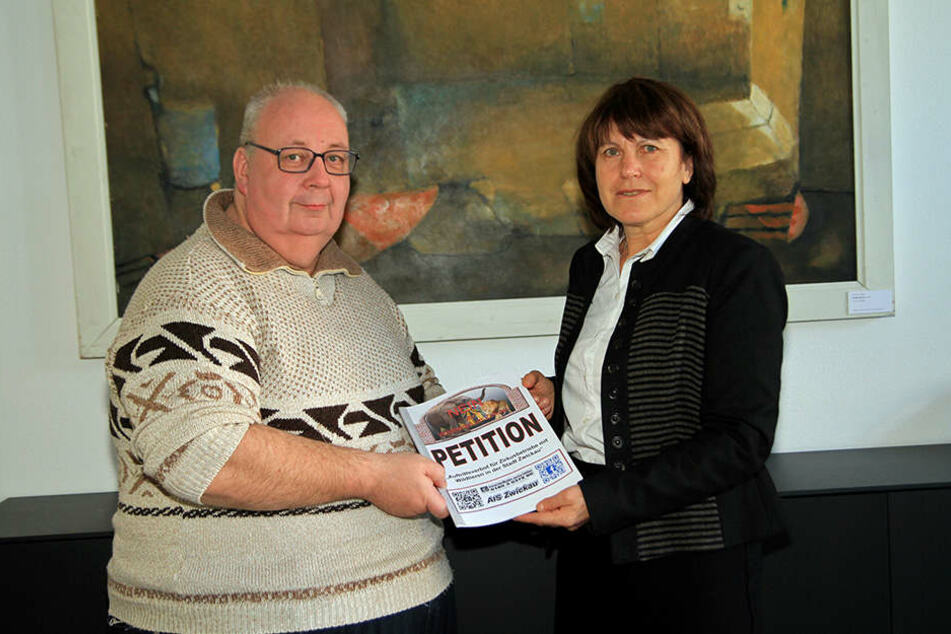 Matthias Sawert (AIS, 55) und Zwickaus Stadtoberhaupt Pia Findeiß (60, SPD).