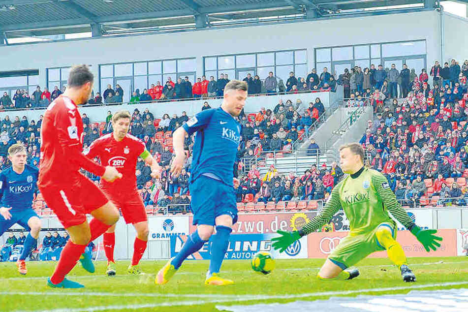 Riesenchance für den FSV in Halbzeit eins, doch das Zuspiel von Fabian Eisele auf Ronny König kam zu ungenau.