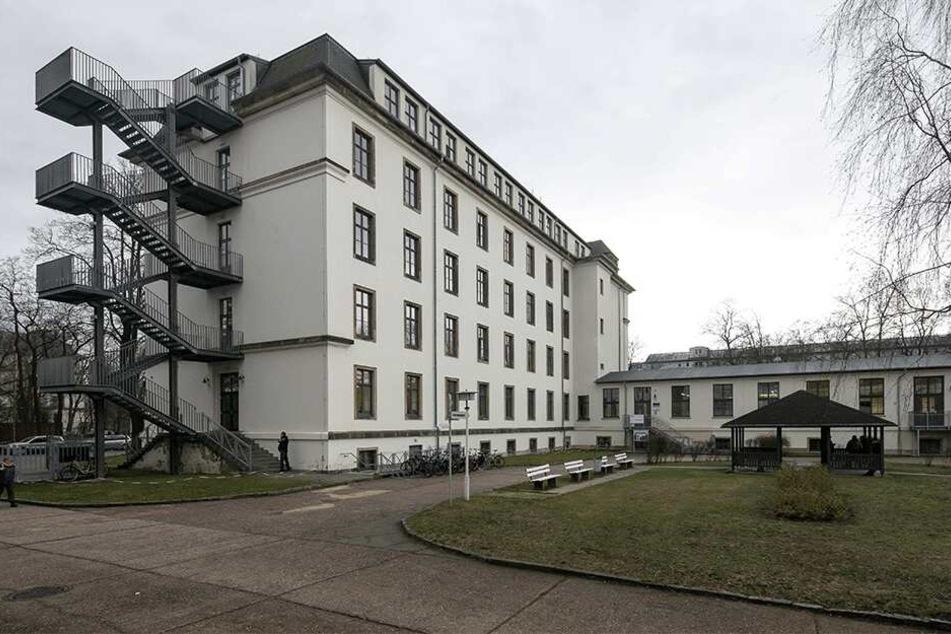 Dutzende Schüler können ihre Ausbildung am DPFA-Bildungszentrum an der Stauffenbergallee nicht beenden.