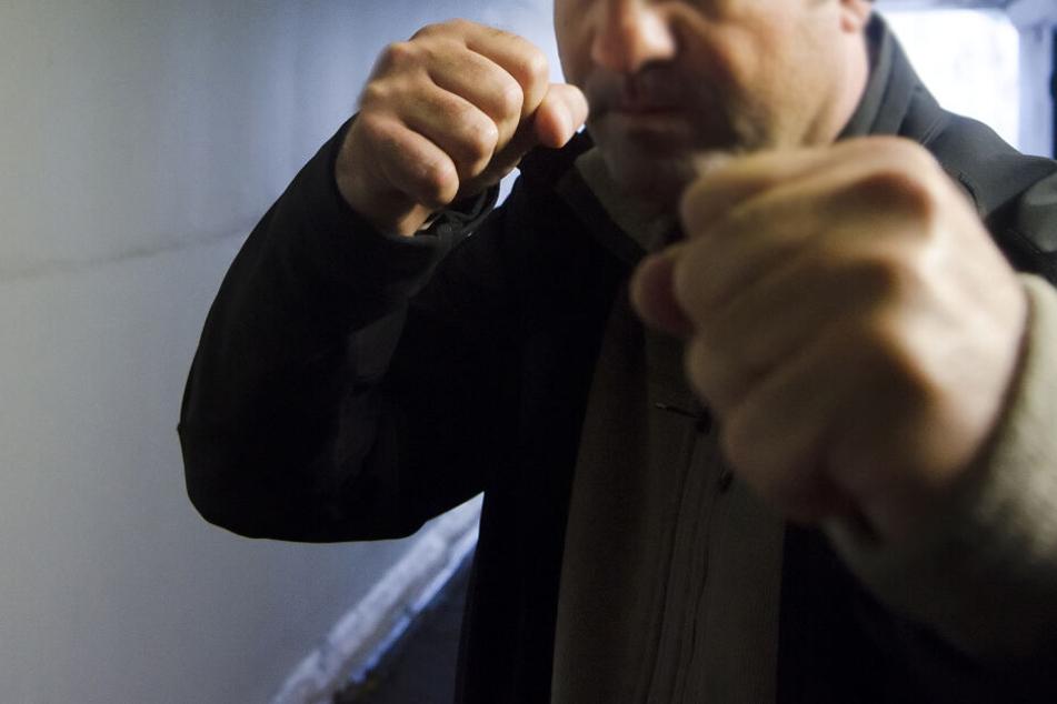 Männergruppe schlägt 37-Jährigen brutal zusammen: Kripo ermittelt wegen Totschlag